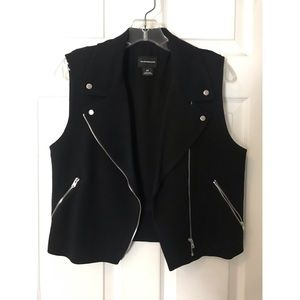 Club Monaco black motto cropped vest lightly used